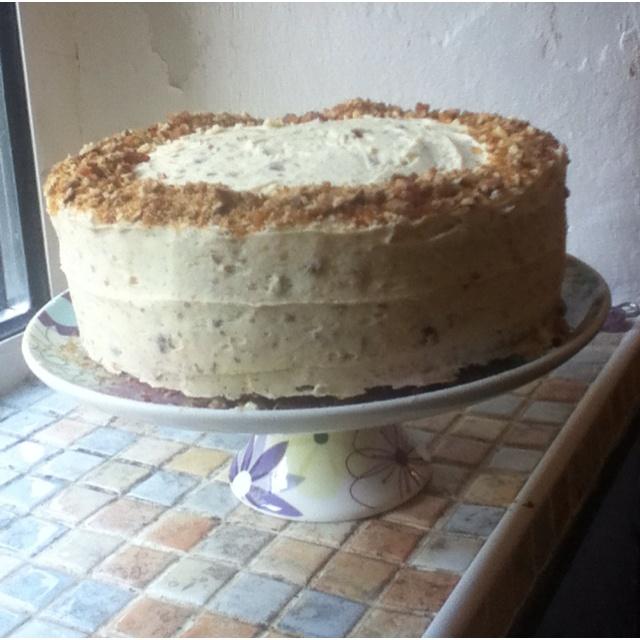Almond praline cake | Cupcakes & Cakes | Pinterest