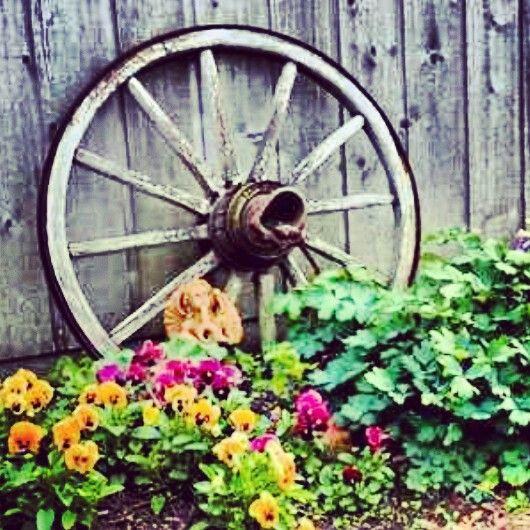 ... Decor Nanas Workshop Amish Wagon Wheel Planter Bed Garden Flower Pot  Cart Pin By Mercedes Marie On Lawn Amp Garden The Dream Ones ...