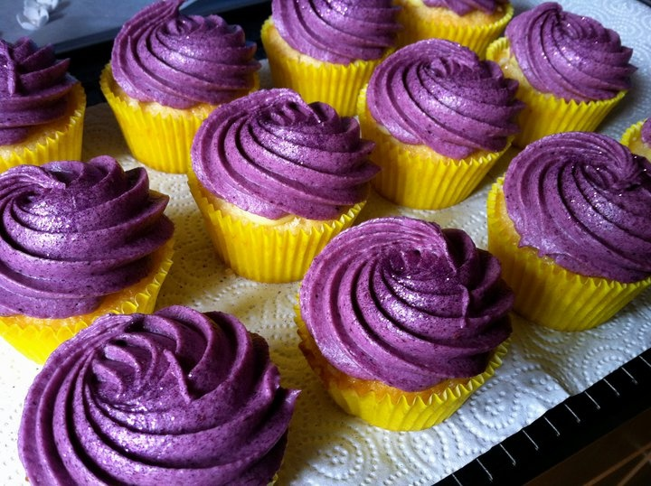 Blueberry Almond Cupcakes With Blueberry Buttercream ...