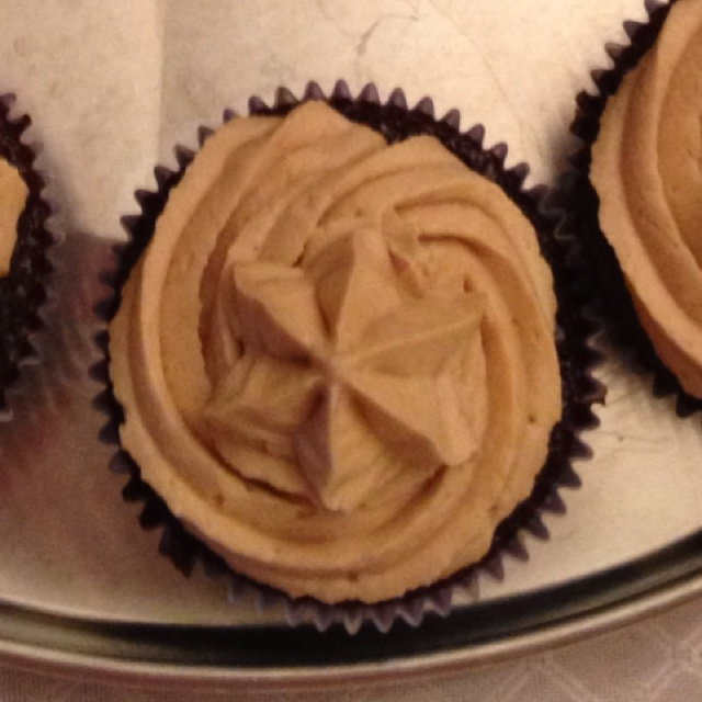 Chocolate cupcake with peanut butter icing (Hershey's cake recipe)