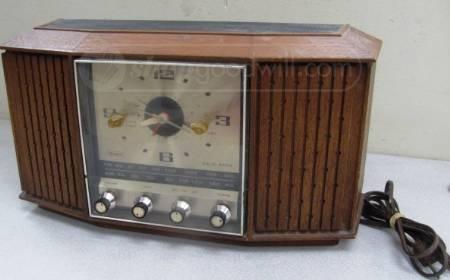 VTG Sears Solid State Silvertone Clock Radio 2095
