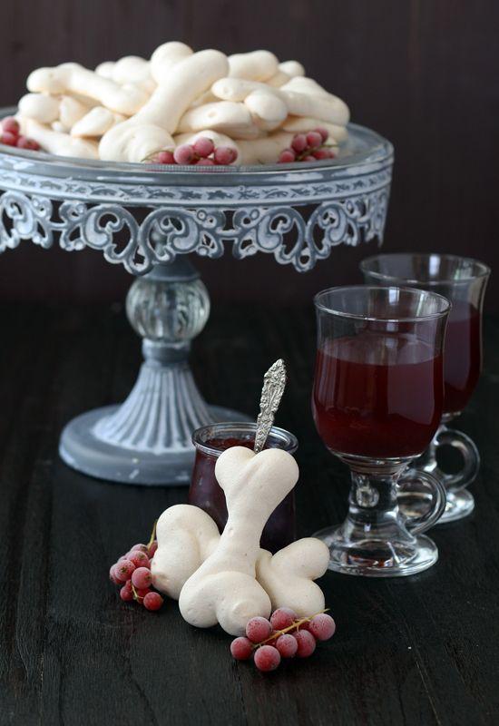 Halloween: Terrifying meringue bones | recipes | Pinterest