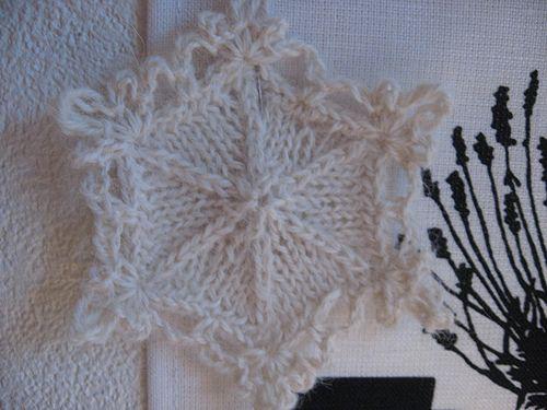Knitted Snowflake Patterns : snowflake - free pattern Inspiration :: crochet / knitting / sewing?