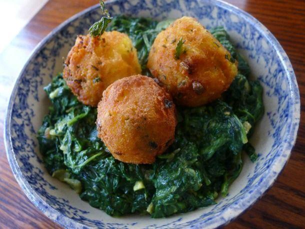 Veggie spinach saag with spicy potato balls
