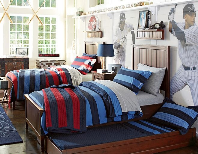 Rugby bedding teen boy 39 s room makeover pinterest for Boys rugby bedroom ideas