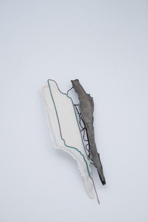 """""""Esvaïnt-se"""" - Laura Juanós -  Fermalls / Guix, làtex, coure, òxid, alpaca. / 2013"""