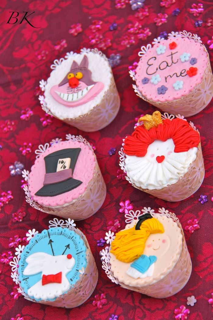 Alice in wonderland cupcakesEasy Alice In Wonderland Cupcakes