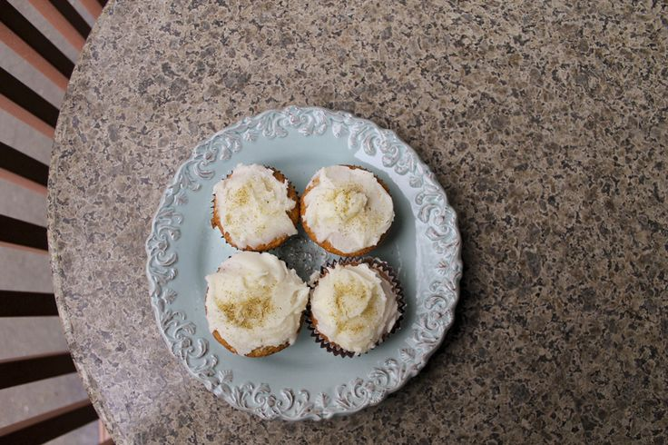 Chamomile Cupcakes with Honey Glaze | Muffinzezzz | Pinterest