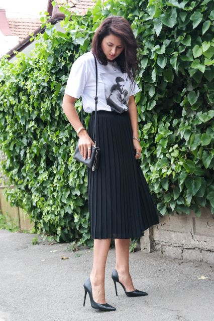 pleats, black and white outfit, stilettos, white tee, illustrated tee, pleated skirt, street style, midi skirt, simple, blogger, @thatgirlju