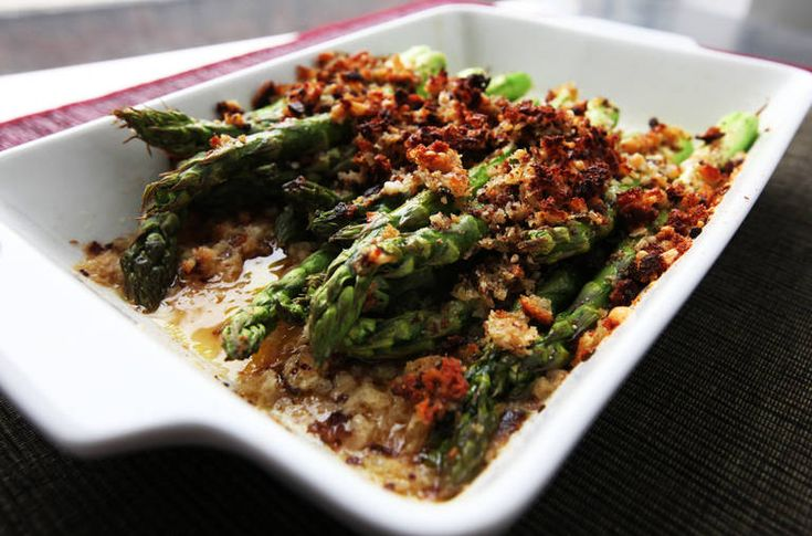 The Minimalist: Roasted Asparagus With Crunchy Parmesan Topping ...