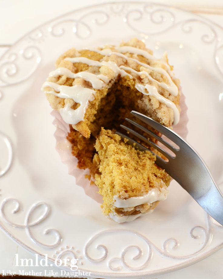 pumpkin muffins with cinnamon streusel crumb topping... I made these ...