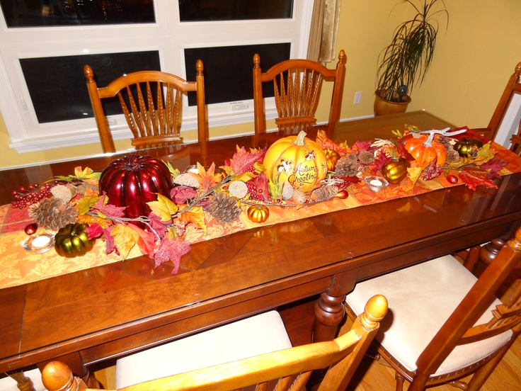 Fall decorations for dining room table holiday fun for Dining room table decorating ideas for fall
