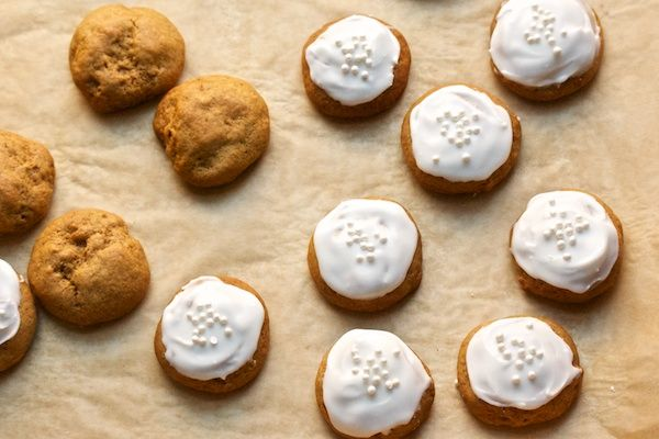 Pretty Little Iced Gingersnaps | Bake - Cookies | Pinterest