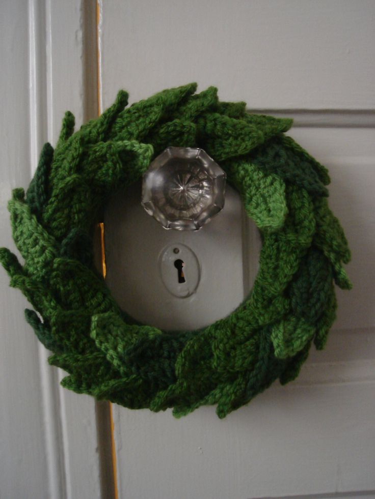 Free Crochet Pattern For Christmas Wreath : Christmas Wreath cookiecuttyer Christmas ornaments ...