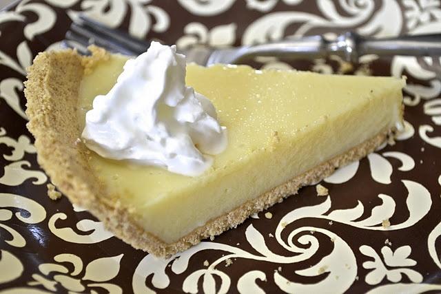 Key Lime Pie: serves 8 ( 7 points + ) | 641.57 Cutie PIES | Pinterest