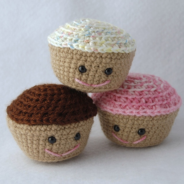 Crochet Pattern Free Cupcake : Crocheted cupcakes! My Crochet To-Do List... Pinterest