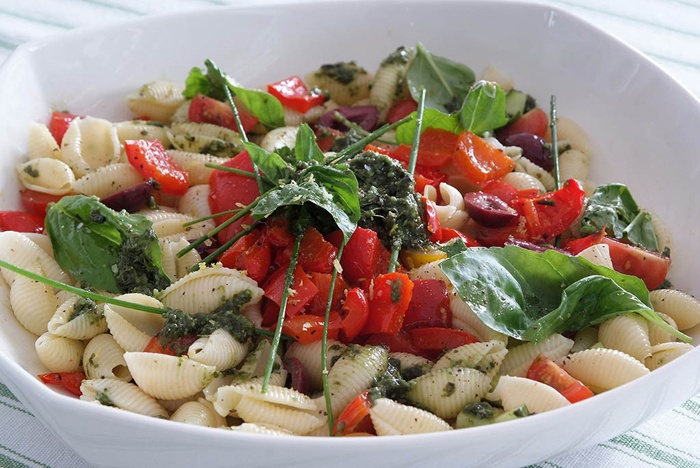 PASTA SALAD WITH ROASTED RED PEPPER, PESTO & OLIVES