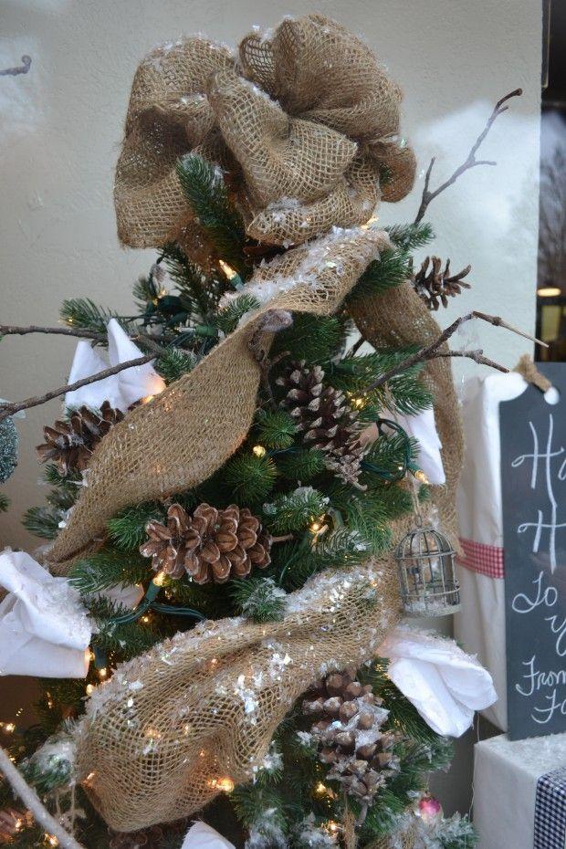 Love The Burlap On The Christmas Tree Christmas Pinterest