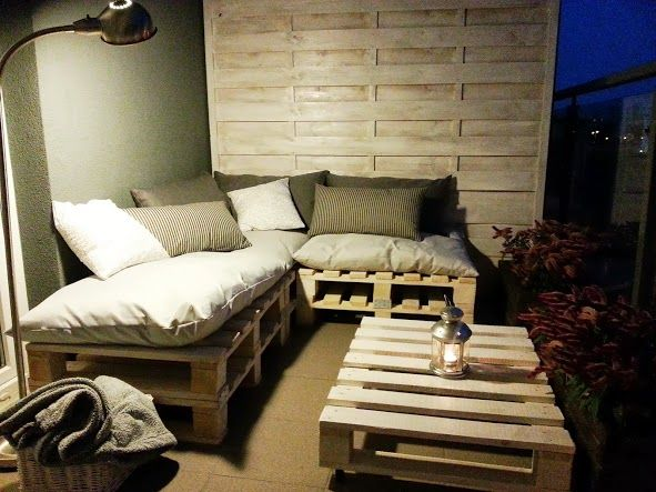 My pallet balcony seating ideas for the house pinterest for Balcony seating