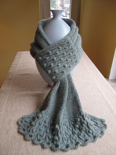 Free Knitting Patterns Hat Scarf Mittens : Pretty Knit Scarf;