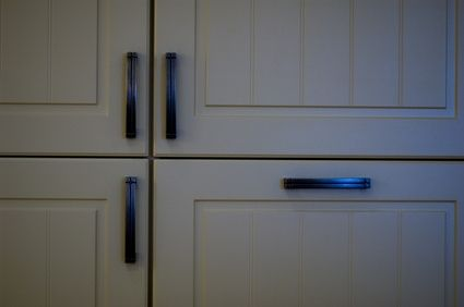 How to Airless Spray Paint Kitchen Cabinets - Refinish Old