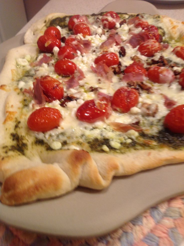 Pesto cherry tomato pizza | Food & wine | Pinterest