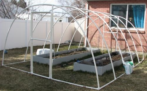 How to build a greenhouse with pvc for Build own greenhouse