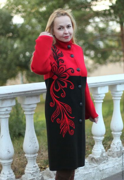 Трикотажное пальто с вышивкой 58
