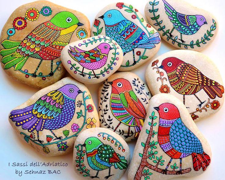 Все детали готовой и для этой новой коллекции моих #paintedstone птиц Они доступны также на моем магазине Etsy.  Теперь сделать некоторые совы, для заказов и для следующего обновления моего магазина, и у меня все еще много вещей, чтобы сделать, занят, но счастлив ли красочный неделю!