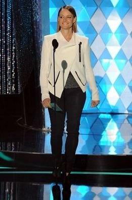 Jodie Foster con un look de aires masculinos (MTV Movie Awards)