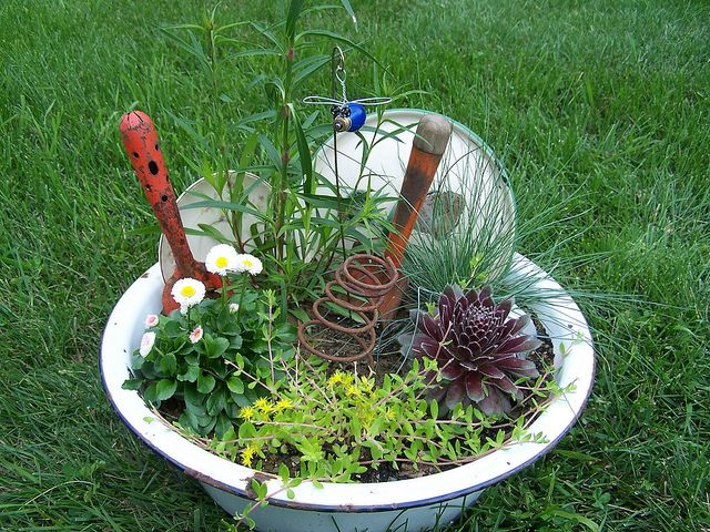 Junk Garden 1 Flickr Garden Crafts Pinterest