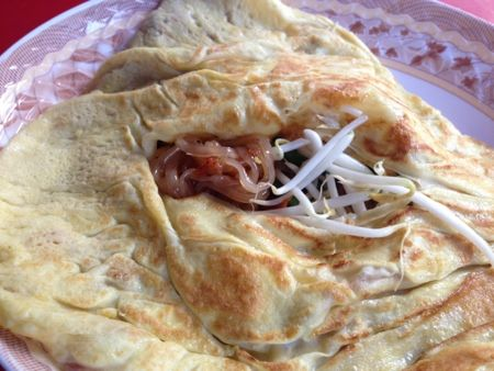 Pad Thai Hor Kai - The normal Pad Thai dish but wrapped in an omelette ...