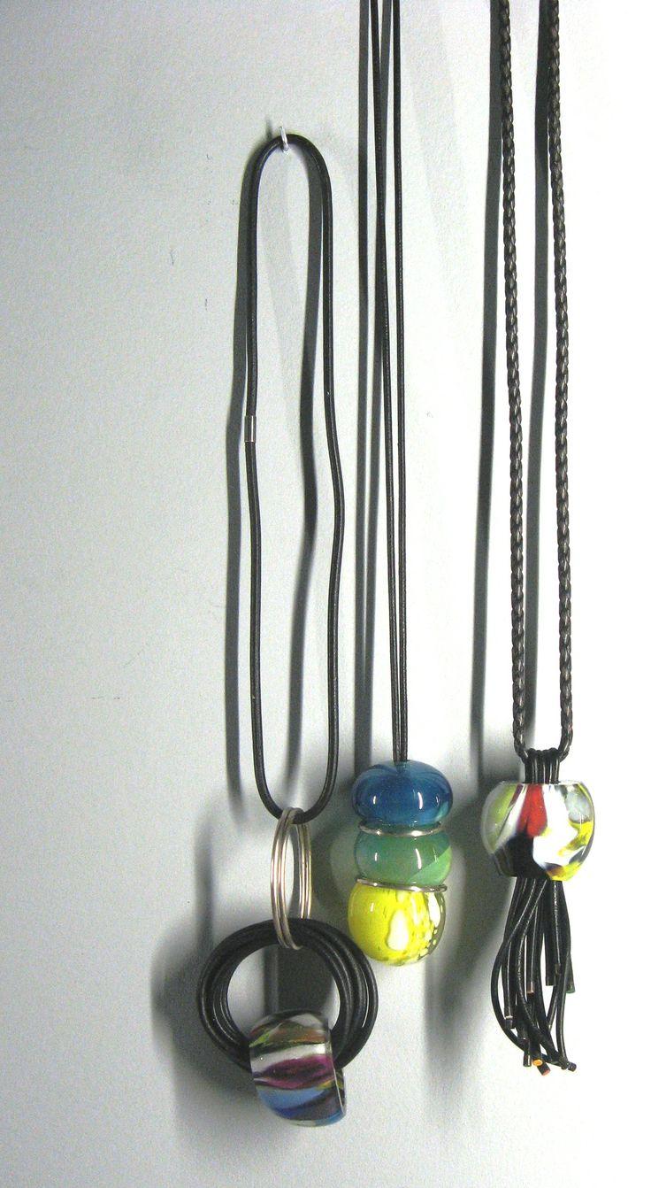 """Agathe St Girons - (énormes !) sautoirs verre soufflé, argent, cuir - série 'Parures précieuses' - expo """"Dans la Ligne de Mire"""""""