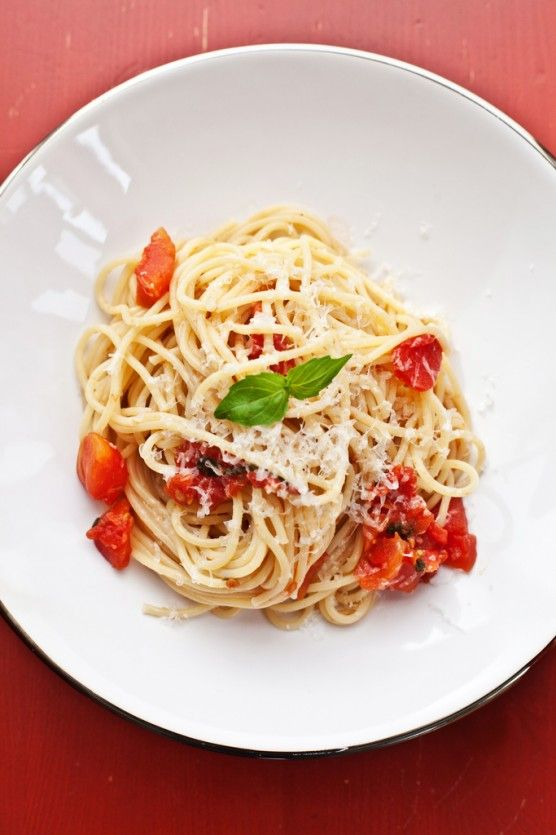 simple-spaghetti-with-tomato-sauce/ | Summer delights | Pinterest