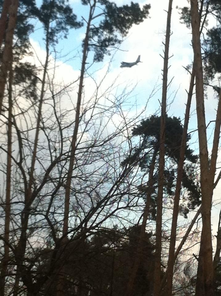 Самолет (АН-70?) над Ирпенем летит (предположительно, на Гостомель) 20.2.14 - 15-20. фото В.Василенко.