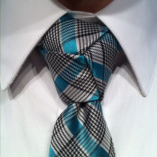 The Necktie Trinity Knot