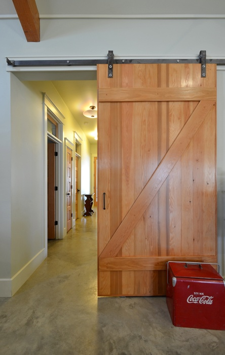 Hausbar farm sliding door home pinterest for Farmhouse sliding door
