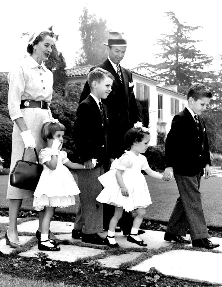 Jimmy Stewart with family, 1950s | Vintage Hollywood ...