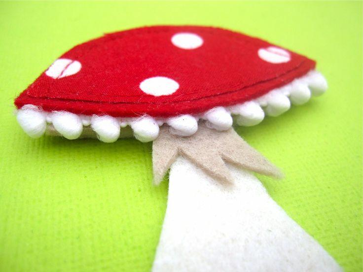 Appliqué champignon en feutrine et tissu rouge à pois : Loisirs créatifs, scrapbooking par scrapettextile