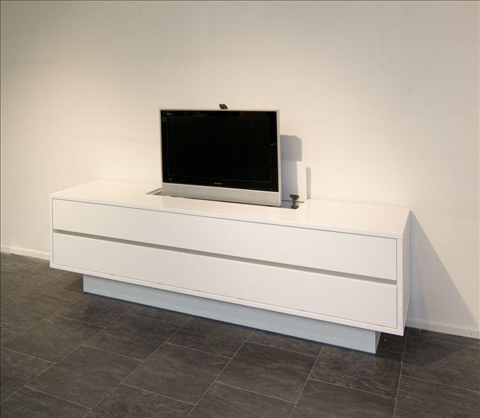Tv sideboard mit lift inspirierendes design for Sideboard ostermann