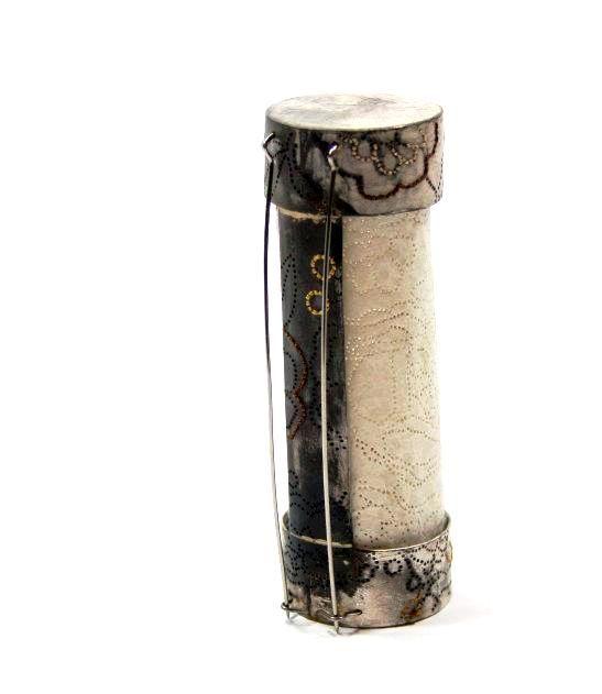 Andrea Coderch Valor -  2012. Shibuichi, silk, paper - coll. 'Querida Yun'