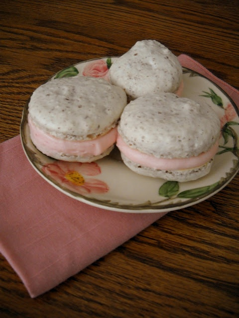Vanilla Macaron with Raspberry Filling | macaron | Pinterest