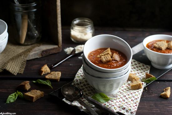 roasted tomato soup + garlic croutons - Jelly Toast