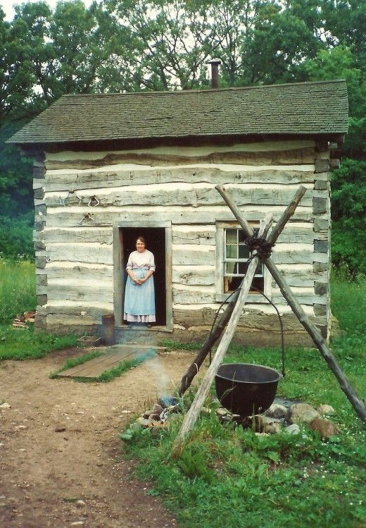 Hard country living at this old house cabins pinterest for Old american houses