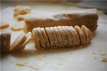 Parmesan/Thyme/Black Pepper Crackers: @Nancy Czerwiak I can make these ...
