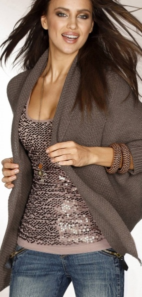 Glittering blouse with cardigan and jeans