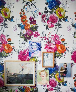 Vivid, floral wallpaper