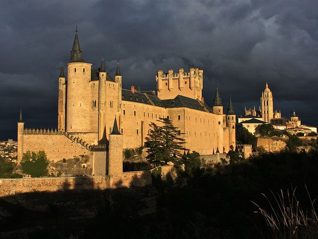 Alcázar de Segovia by zatopeki, via Flickr