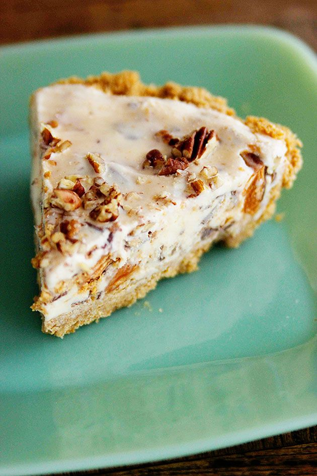 ice cream pie with easy caramel sauce the pioneer woman ice cream pie ...