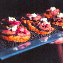 Pepper-Crusted Steak with Horseradish Cream on Grilled Garlic Crostin ...
